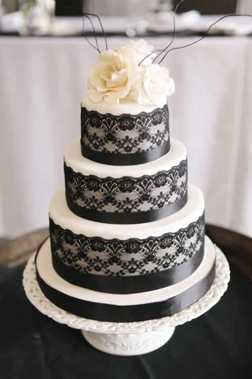 Bruidstaart in zwarte kant