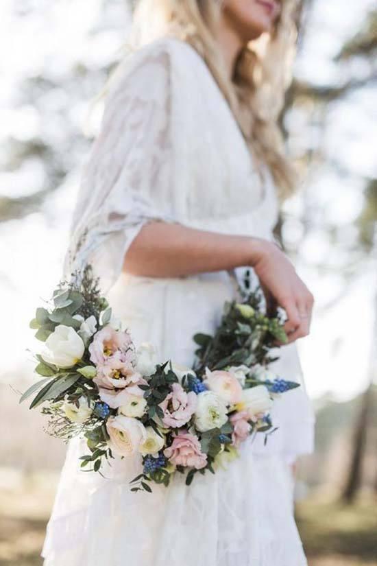Bloemen hoepels als bruidsboeket