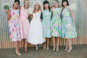 Bloemenprints jurken voor de bruidsmeisjes