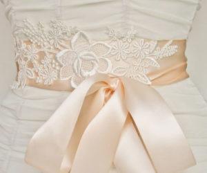 Een centuur om je trouwjurk