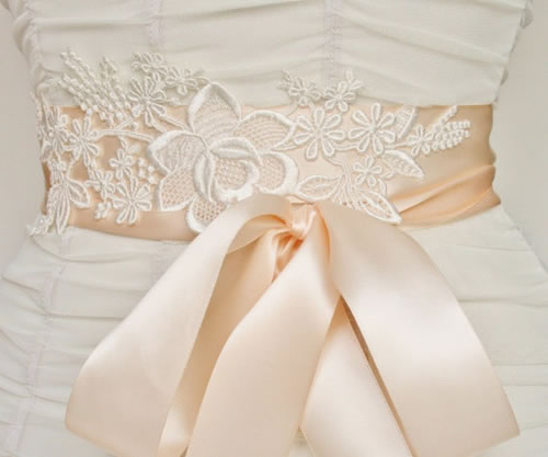Een centuur om je bruidsjurk