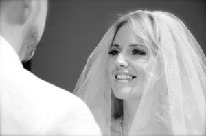 Witte tanden bruid