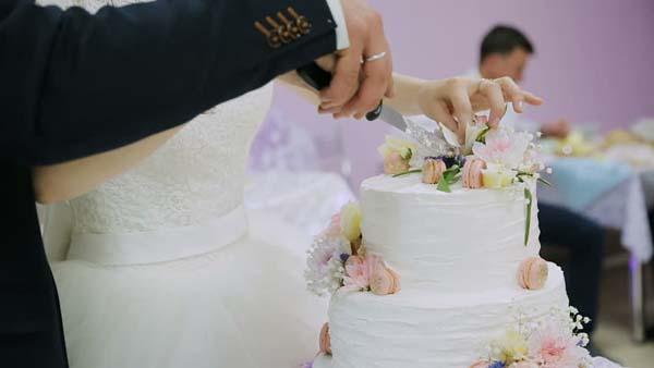 De prijs van een bruidstaart