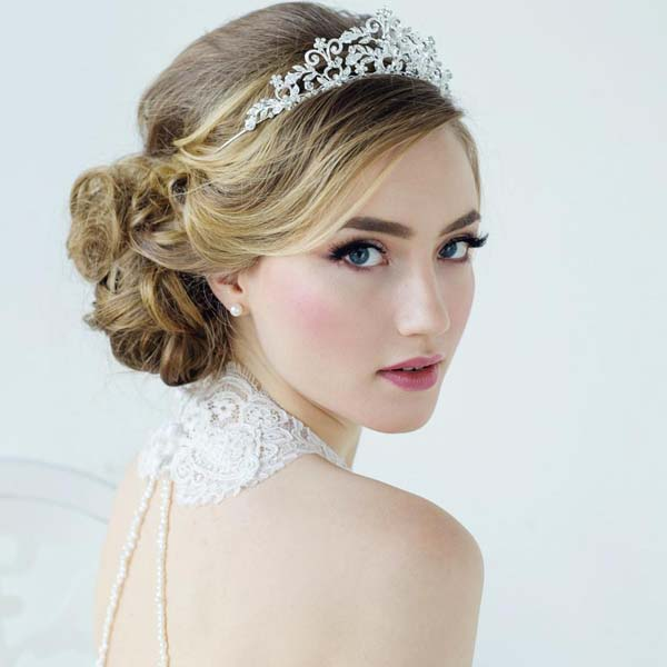 Tiara bruidskapsel