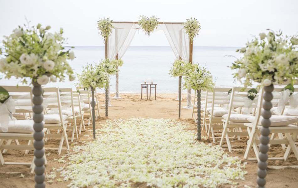 Trouwceremonie strand bruiloft