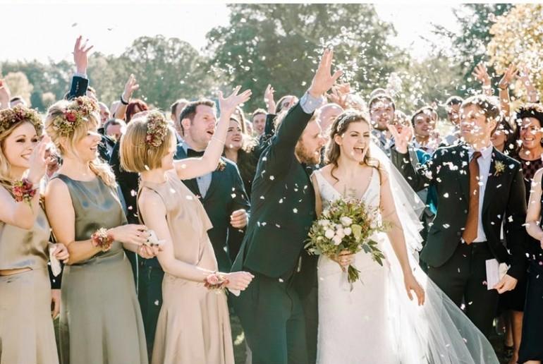 Geen handjes schudden op bruiloft