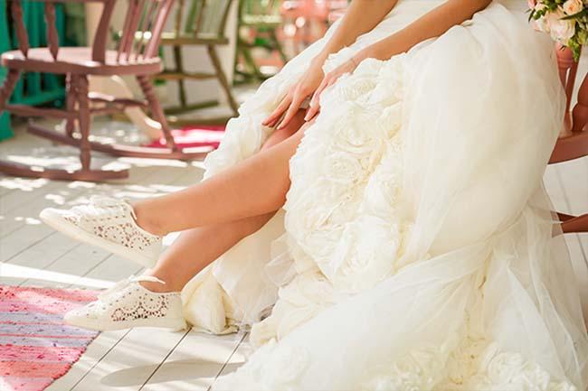 sneakers gympen bruid
