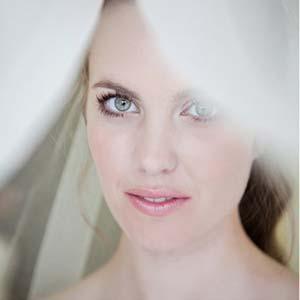Zachte tinten bruidsmake-up