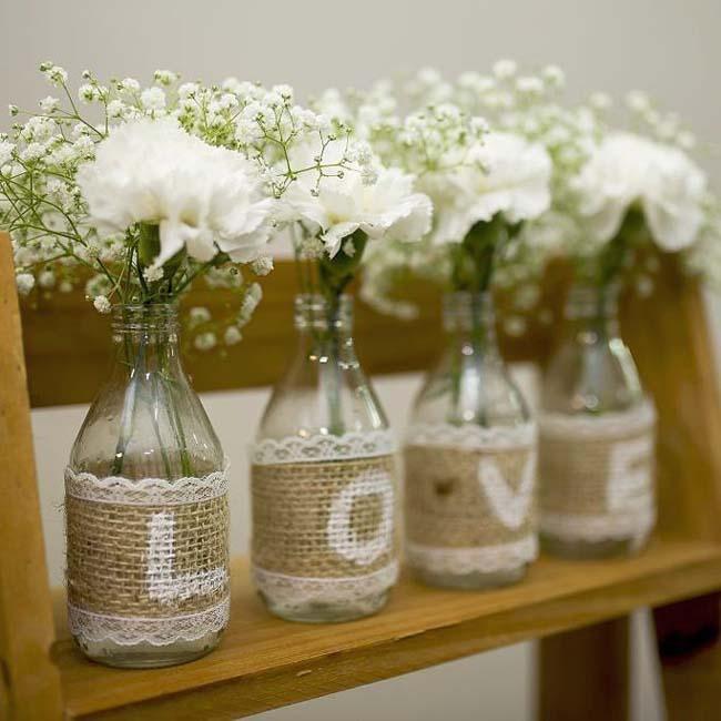 Bloemen decoratie bruiloft boerderij
