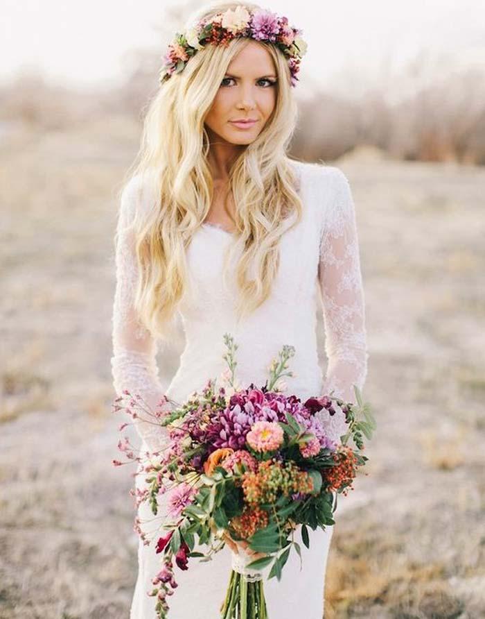 Simpele trouwjurk bloemenkroon bruidsboeket