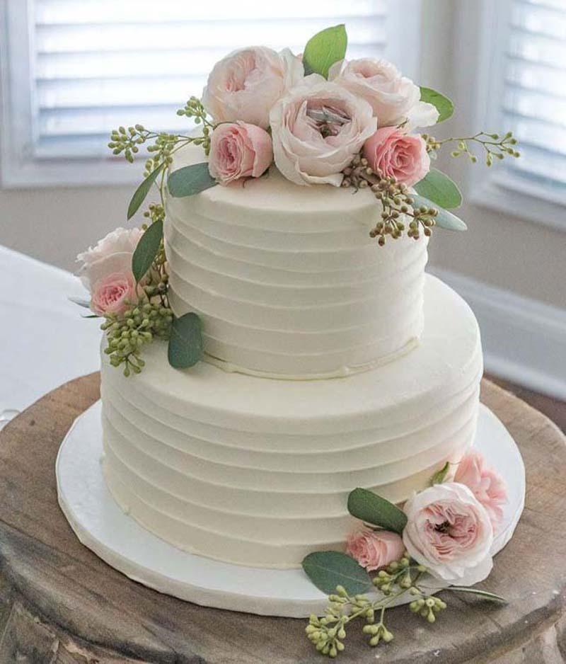 Trends bruidstaart verse bloemen