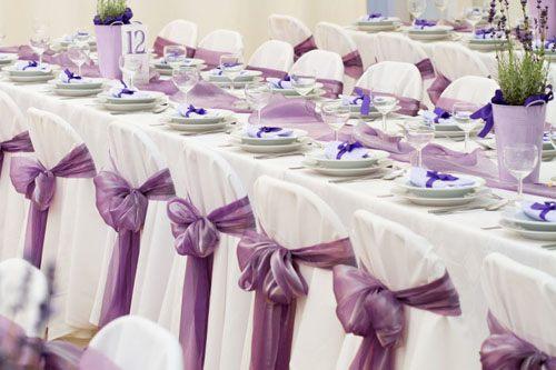 decoratie mauve kleur linten stoelen